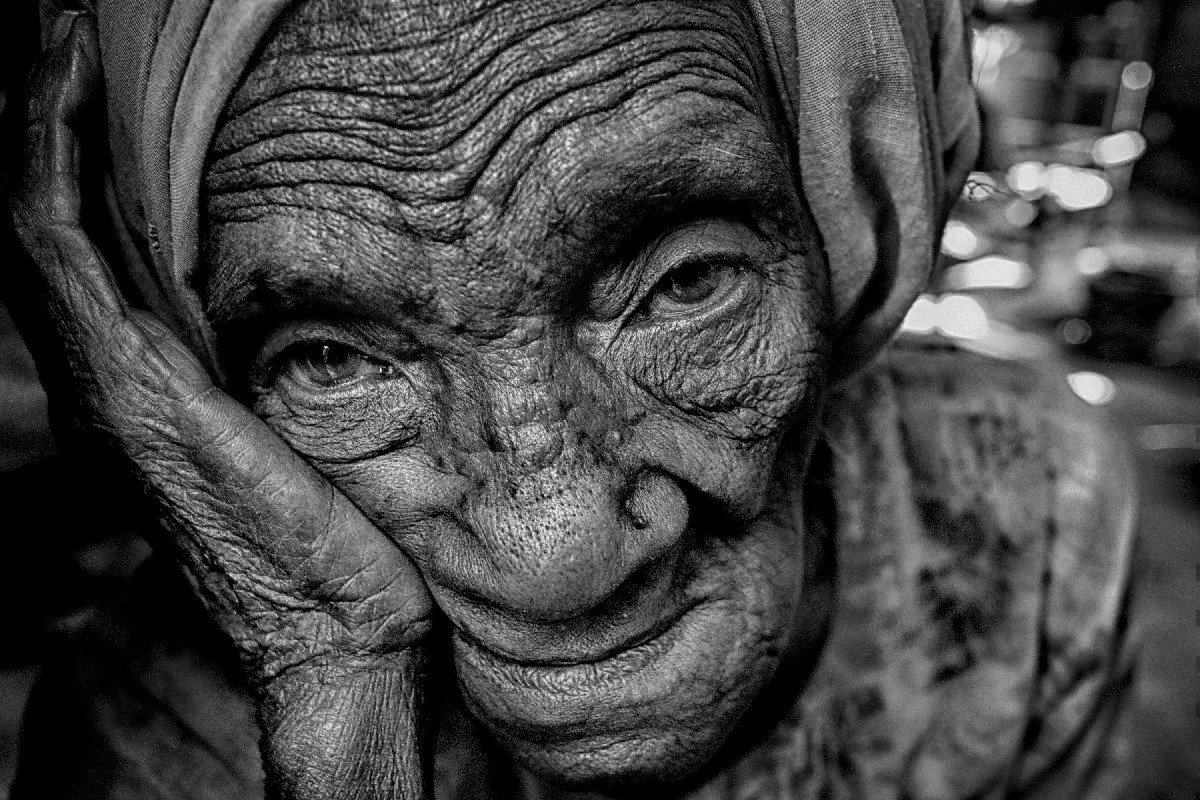Lajja Khatun (90), a Rohingya refugee, mourns for her four dead relatives, who were the victims of the recent ethnic cleansing by the Myanmar Army.